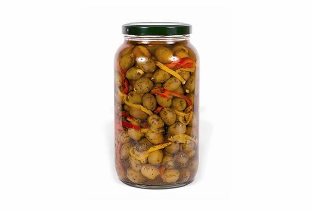 Olive verdi farcite alle mandorle in olio